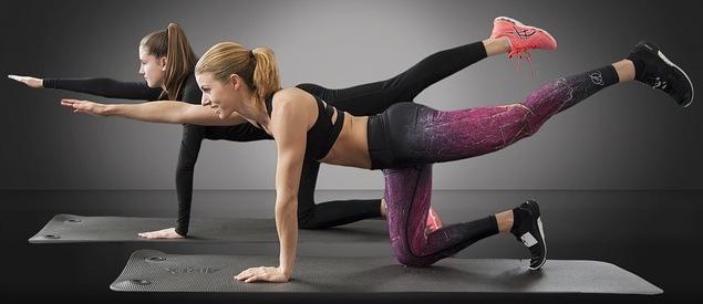 Ćwiczenie tzw. core pomagają utrzymać prawidłową postawę w trakcie biegu || fot. pixabay.com